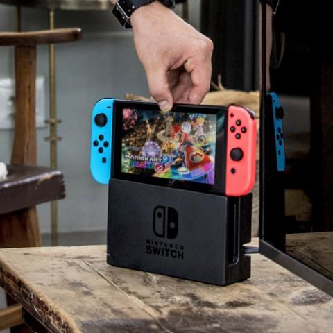 沒有Nintendo Switch玩的他,只好自己做一個